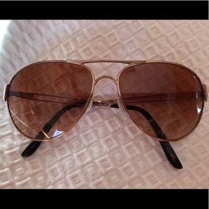 803971866da Women s Aviator Sunglasses Oakley on Poshmark
